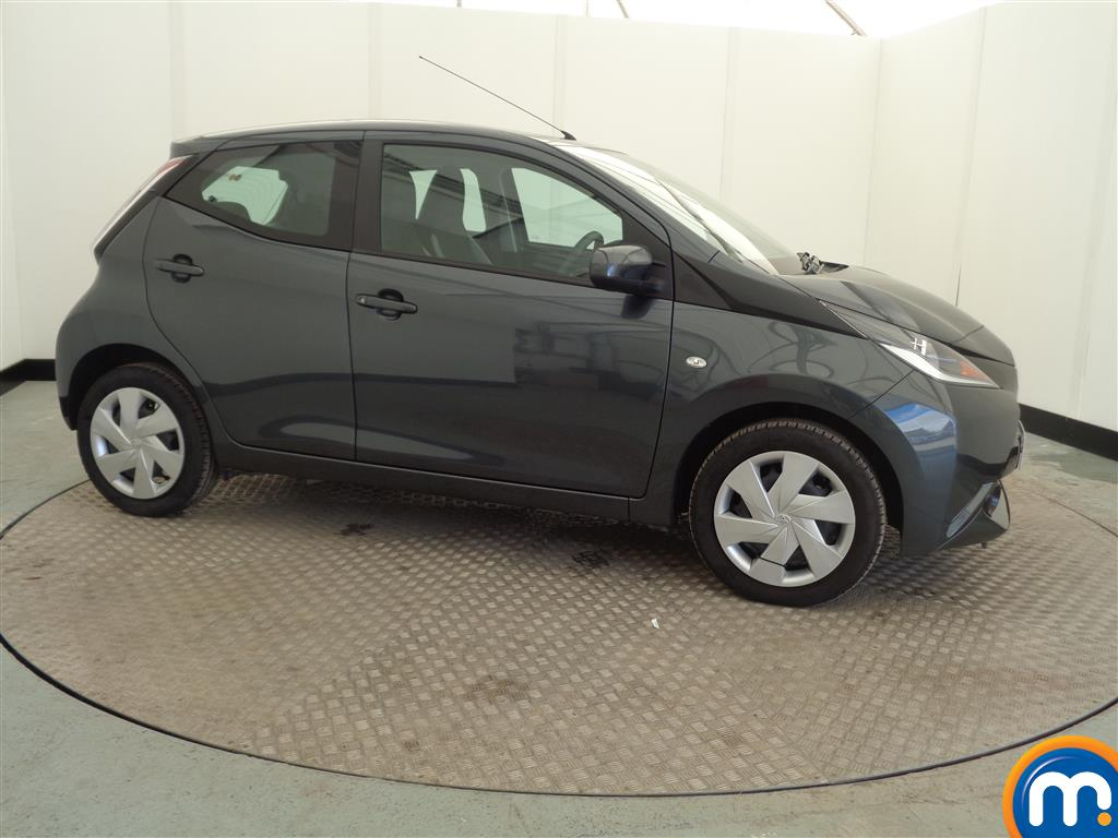 used or nearly new toyota aygo 1 0 vvt i x play 5dr silver for sale in widnes motorpoint. Black Bedroom Furniture Sets. Home Design Ideas