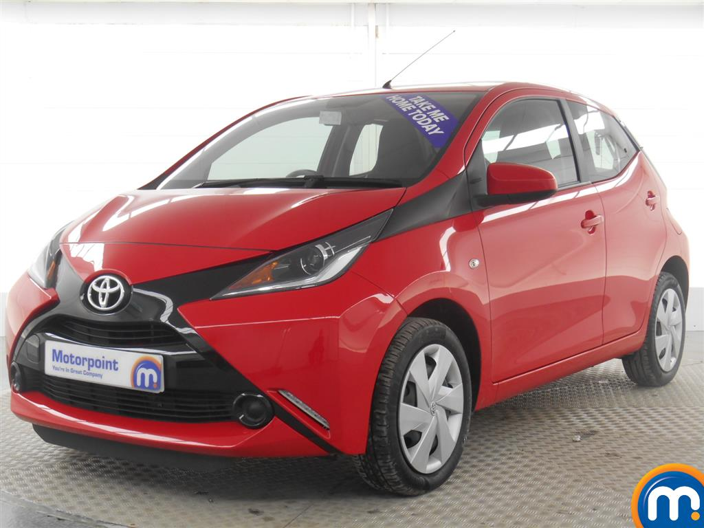 used or nearly new toyota aygo 1 0 vvt i x play 5dr red. Black Bedroom Furniture Sets. Home Design Ideas